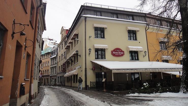 Hotel_-Monte_Kristo-_on_Kalēju_Street_in_Riga